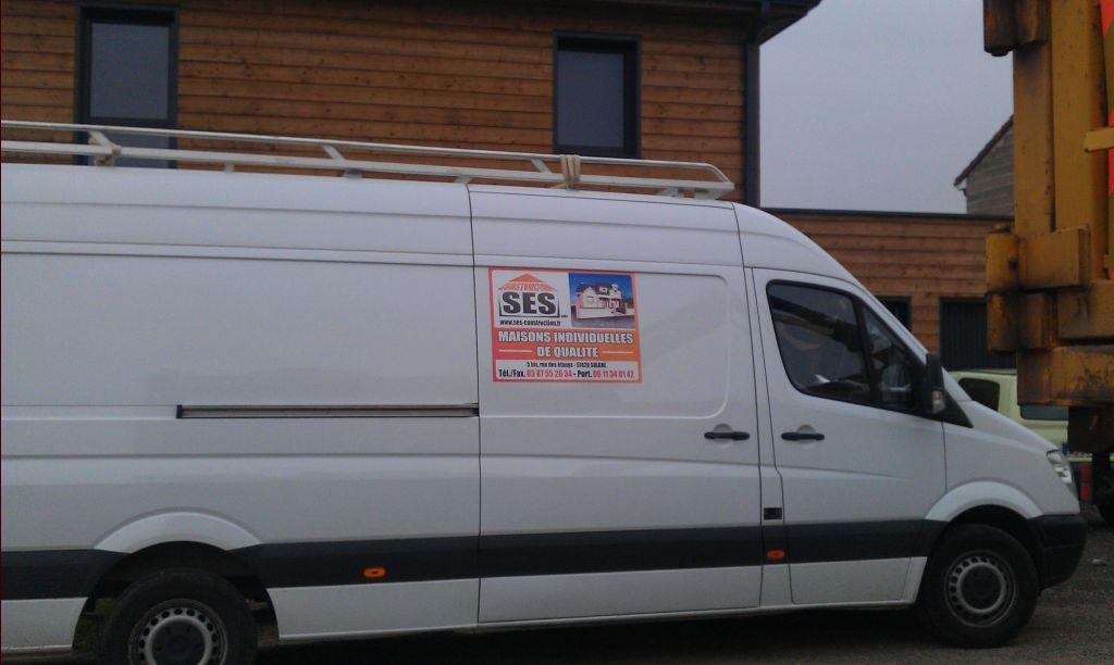 S.E.S. Construction, l'entreprise qui a réalisé le gros oeuvre, terrassement et toiture. <br /> Du bon travaille.