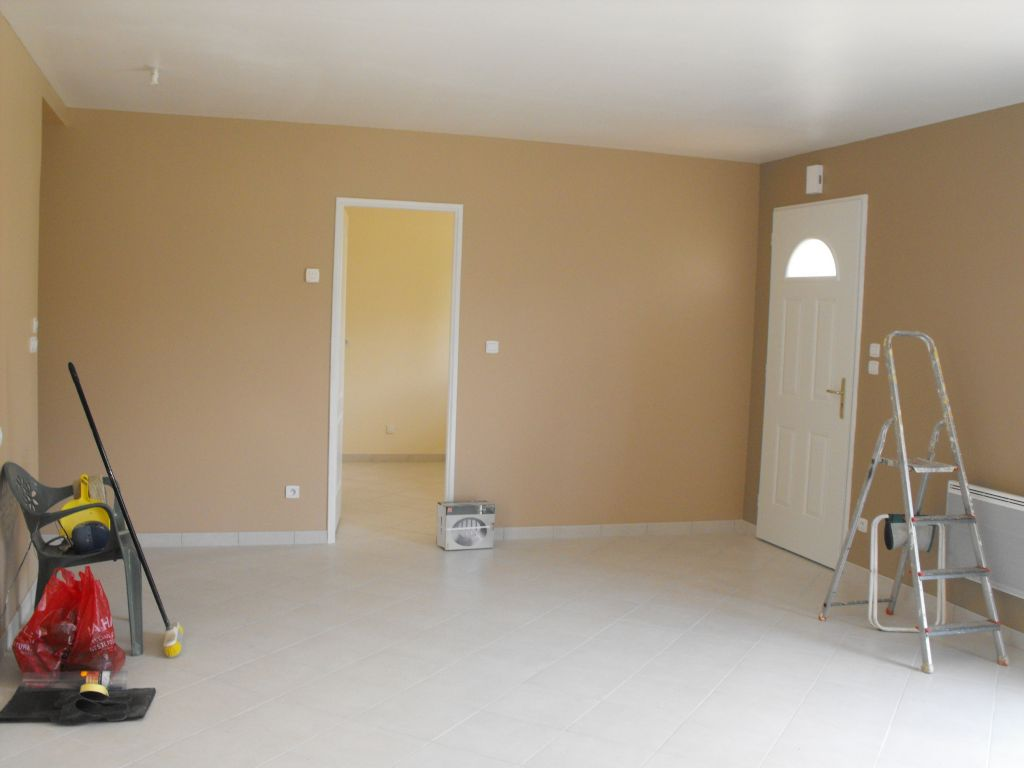 Après 2 sous-couches, 2 couches de peinture (café glacé et taupe).