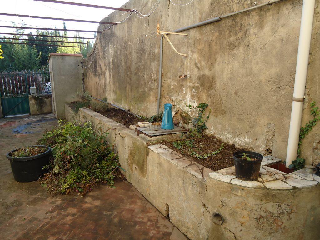 Débroussaillage du côté droit de notre terrasse. <br /> Nous souhaitons avoir un brin de <a href=
