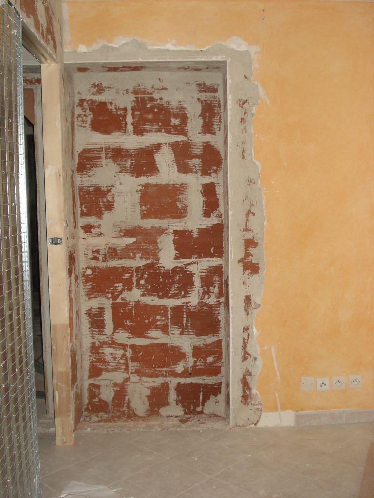 intérieur du bureau avec une niche à l'emplacement de l'ancienne baie vitrée