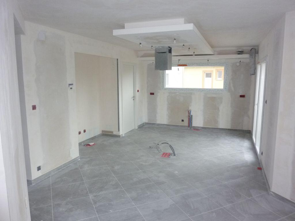 photos de faux plafond avec lumi re indirecte les groupes sur. Black Bedroom Furniture Sets. Home Design Ideas