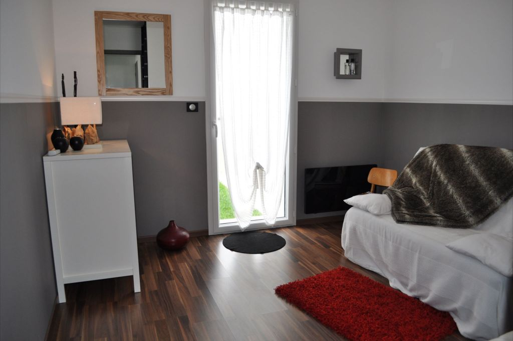 Chambre d'amis 10m2 sols parquet / stratifié - Melesse (Ille Et Vilaine - 35) - septembre 2012