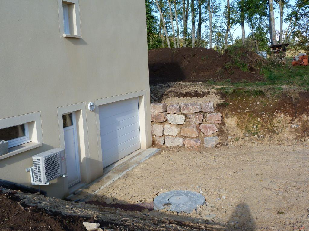 Terrassement installation de la fosse septique les for Odeur de fosse septique dans la maison