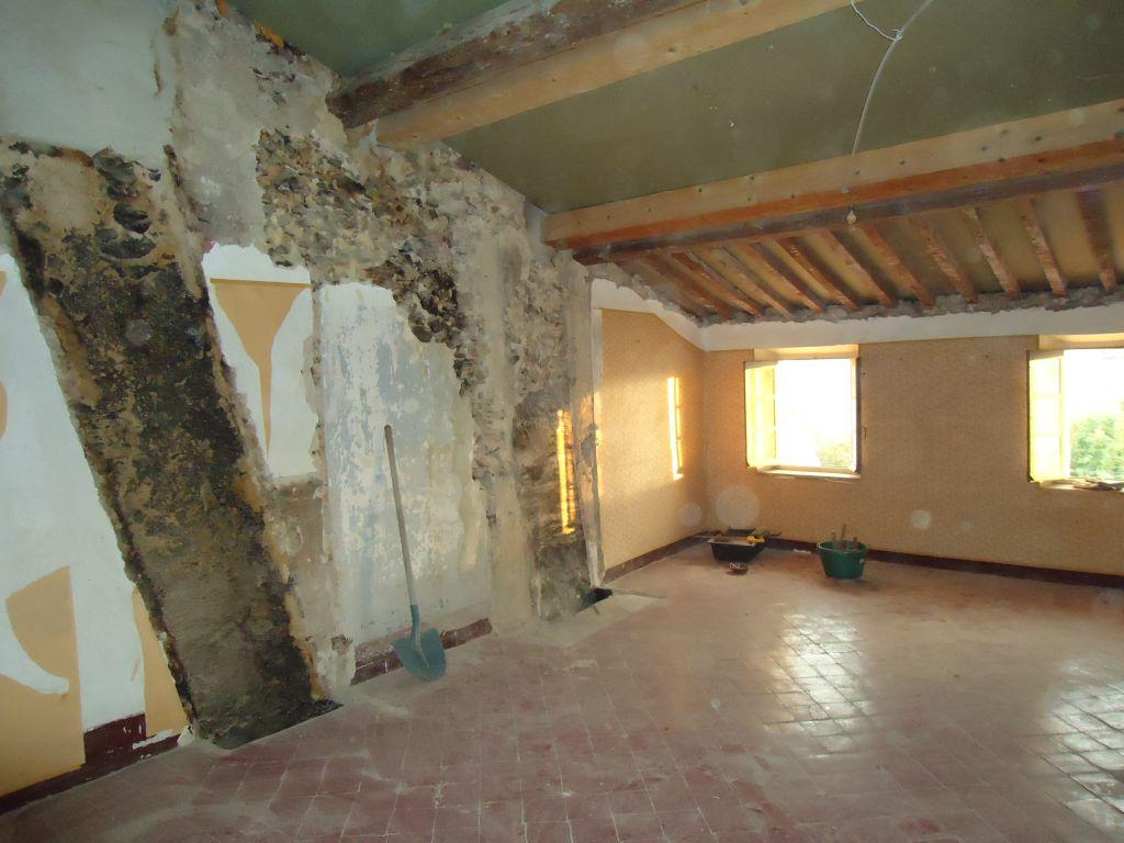 Chambre sud 2ème, sans la cheminée et le conduit