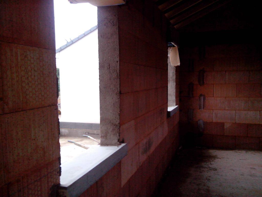 L 39 tage qui monte l 39 tage dont les murs sont mont s for Fenetre yutz