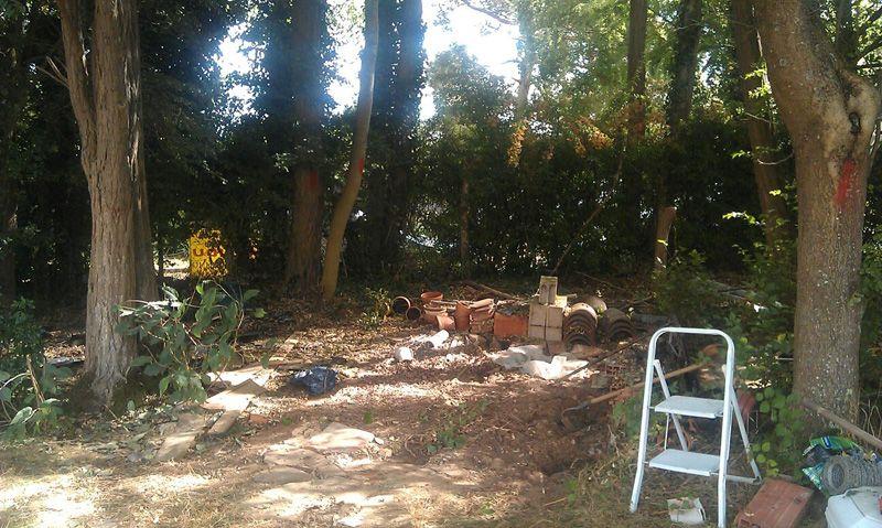 Démontage de l'abri de jardin (remontage à la fin des travaux)