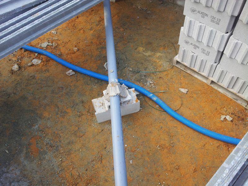 Fixation des tuyaux d 39 vacuation dans vide sanitaire 10 messages - Eau dans vide sanitaire normal ...
