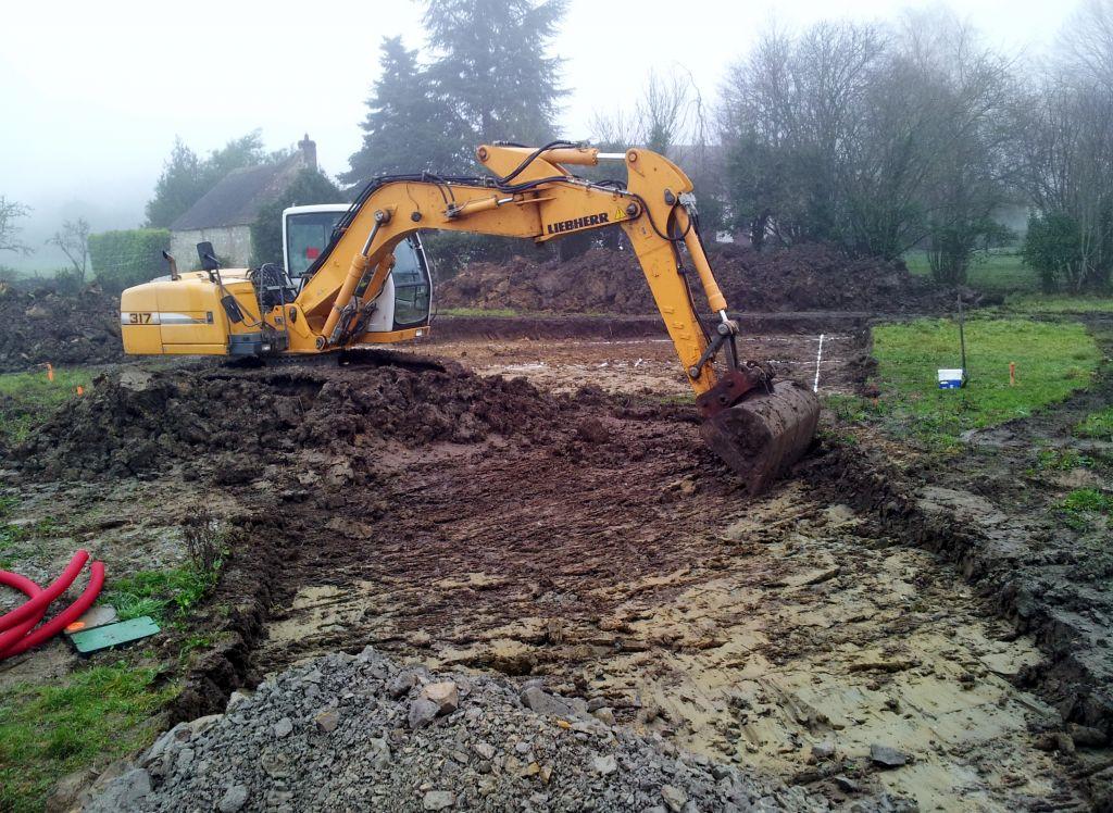 Decapage du terrain et création chemin accés