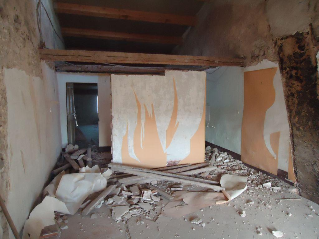 Abbatage du plafond où était le puits de lumière