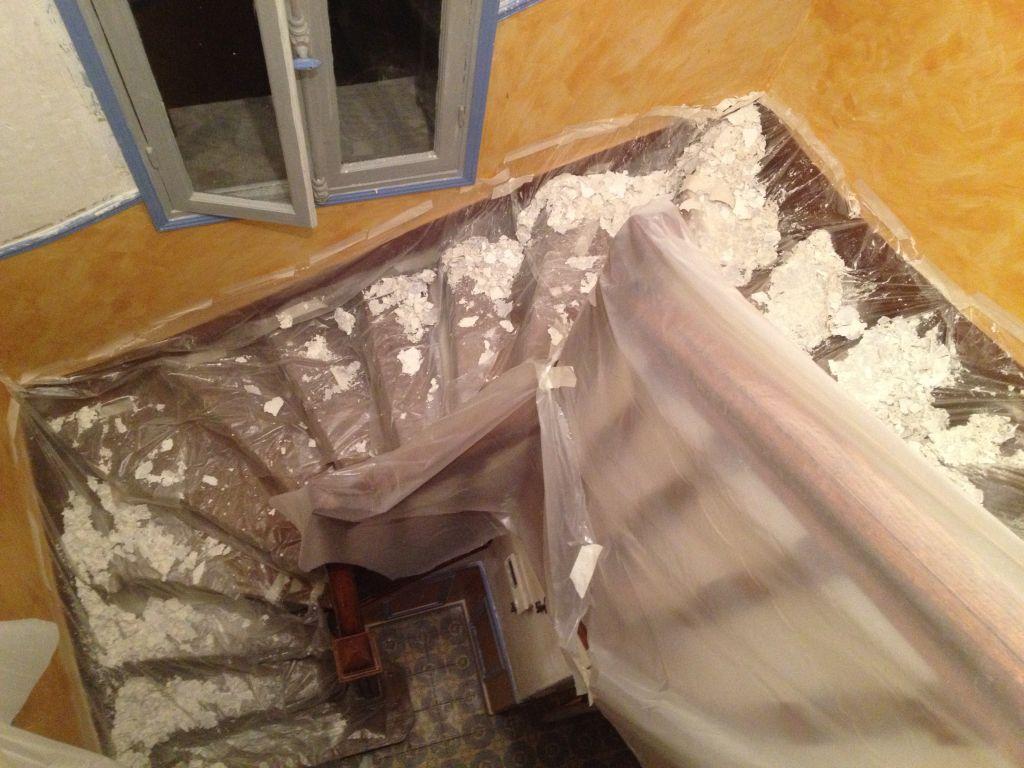 Mes murs sont à poil... Mon escalier est enduit ciré...