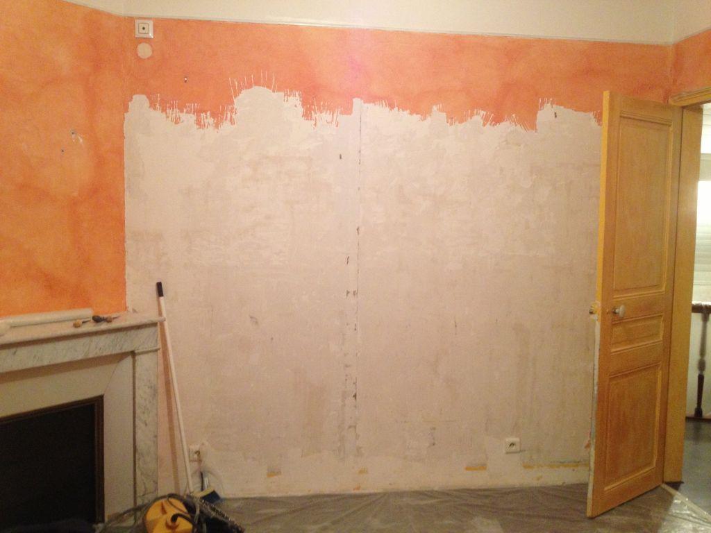 Entrée, escalier et paliersont désormais à poil... C'est au tour de la chambre de se dévêtir de cet affreux orange!