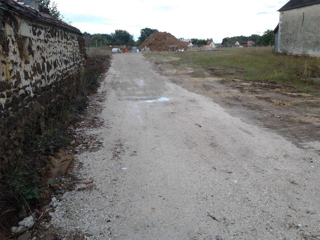 """Chemin """"fini"""" pour la phase de travaux. Il sera retravaillé après la mise en place du cablage"""