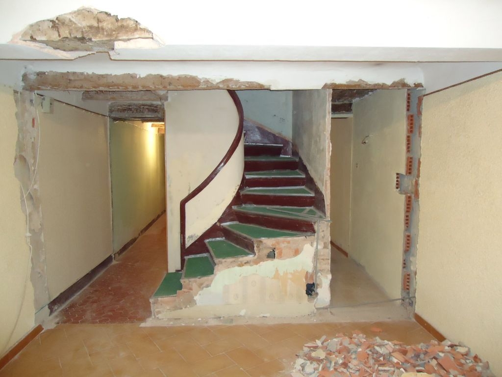 Démolition de la cloison escaliers-salle à manger