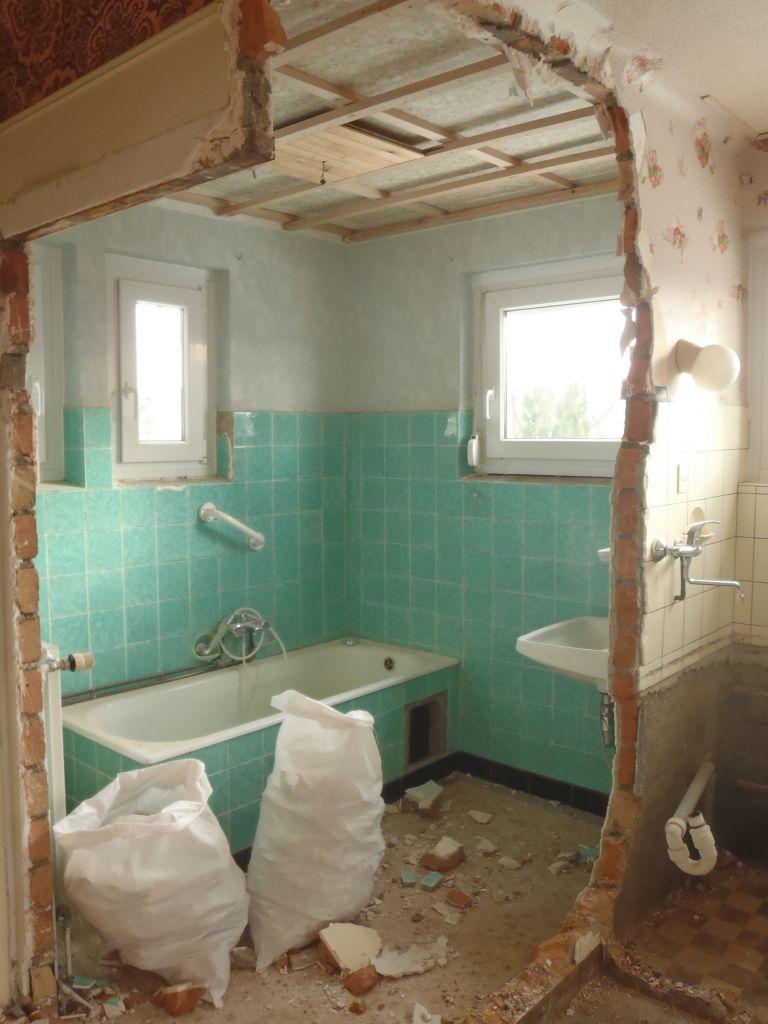 cloison salle de bains / dégagement détruite