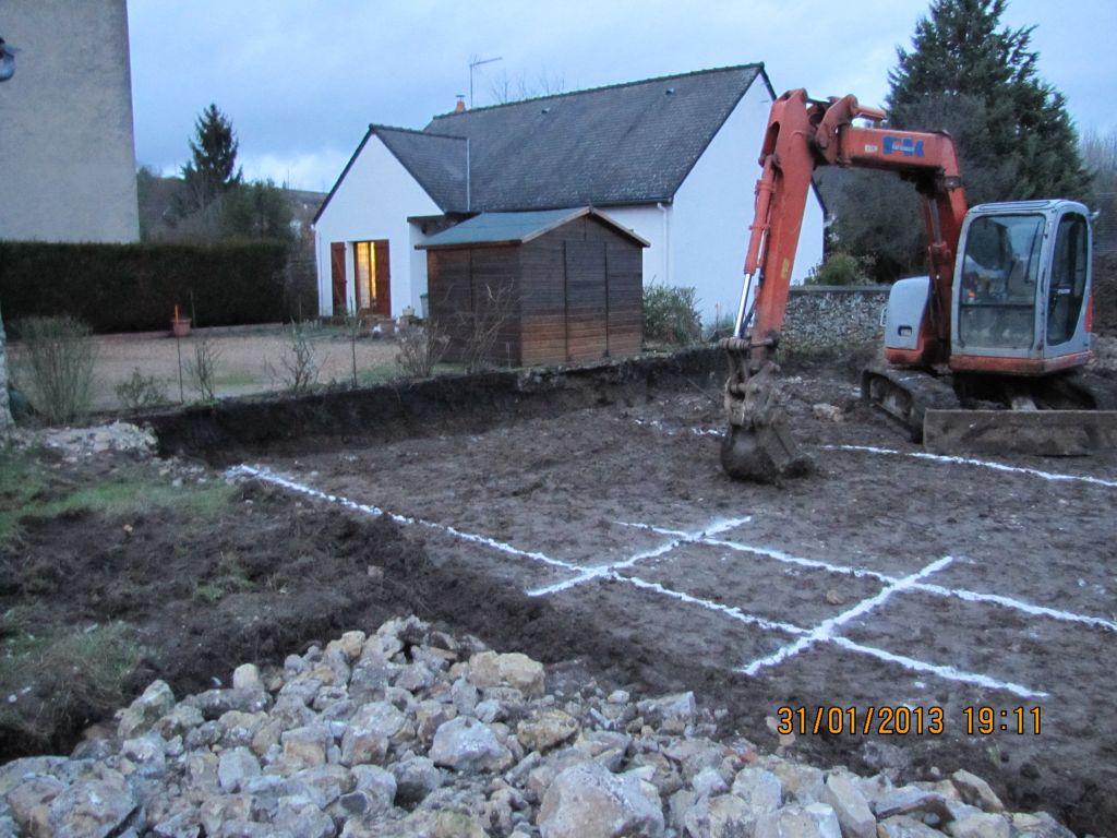 premiers coups de pelles pour le terrassement qui est déjà bien avancé en ce premier jour