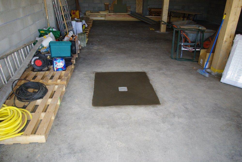 Finition du contour du siphon du garage.