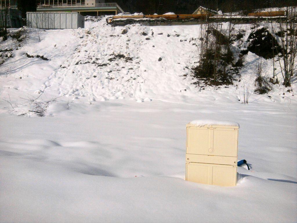 Les coffrets électriques du lotissement ont été posés entre deux chutes de neige.