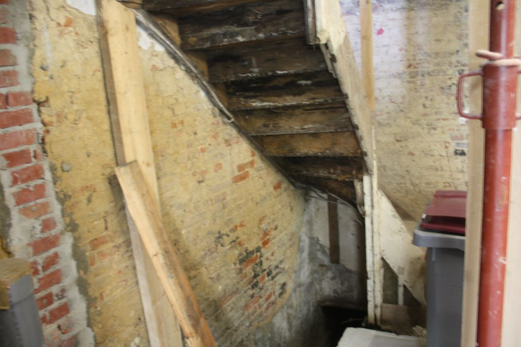 Comment isoler une cave escalier de cave comment isoler un escalier de cave with comment isoler - Isoler une porte de cave ...
