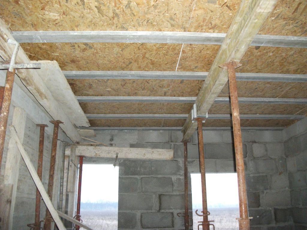 Préparation Dalle du premier étage en utilisant Hourdis iso-plat à sous-face bois.