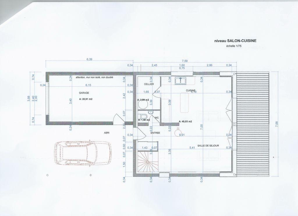 Niveau d'entrée au premier étage, avec le salon, la cuisine, le cellier... et la terrasse..
