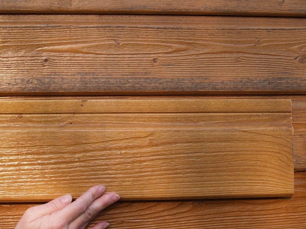 Comparaison du bardage posé avec une lame d'origine gardée en réserve