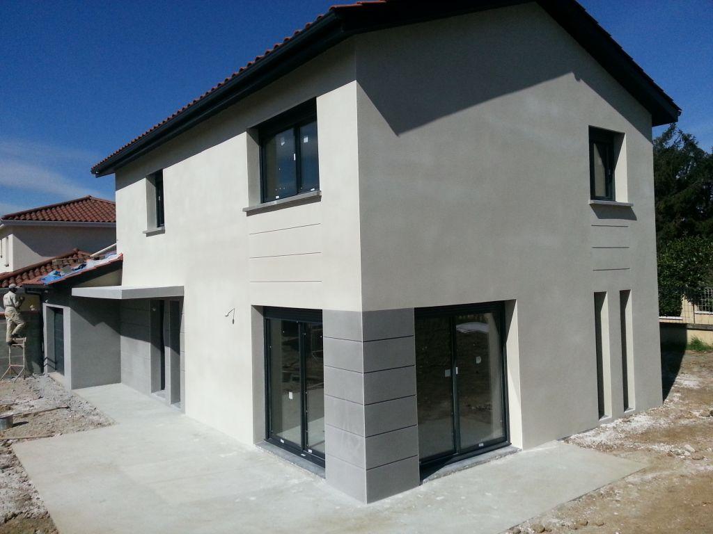 Fin de l 39 enduit le carrelage du rdc presque fini rhone - Couleur exterieur maison contemporaine ...