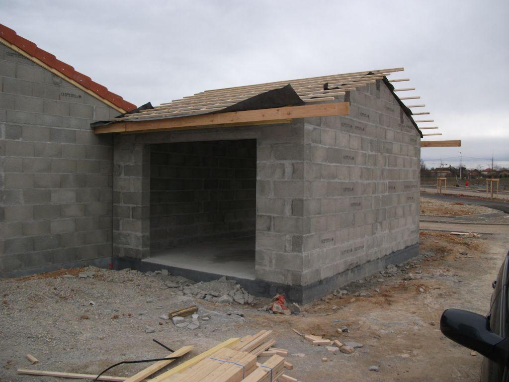 Charpente traditionnelle du toit du garage