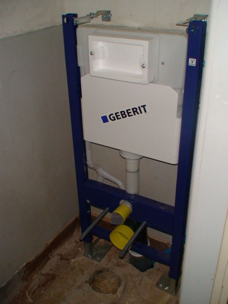 Le support des WC est installé