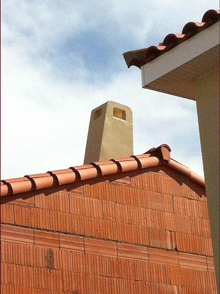 Pose de la cheminée du bon côté de la pente.