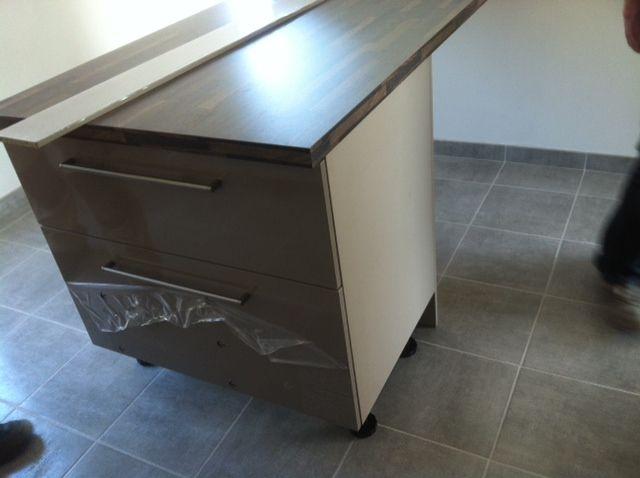 Photo la table haute avec caisson de rangement - Table cuisine avec rangement ...