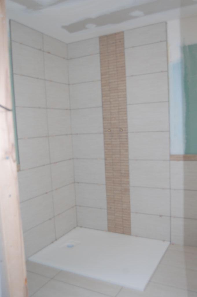 La douche est carrelée, manque encore les joints