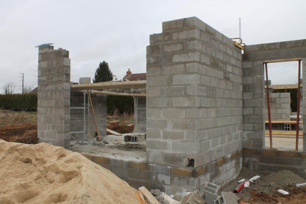 les travaux ont commenc s le vide sanitaire se monte la dalle est coul e a c 39 est. Black Bedroom Furniture Sets. Home Design Ideas