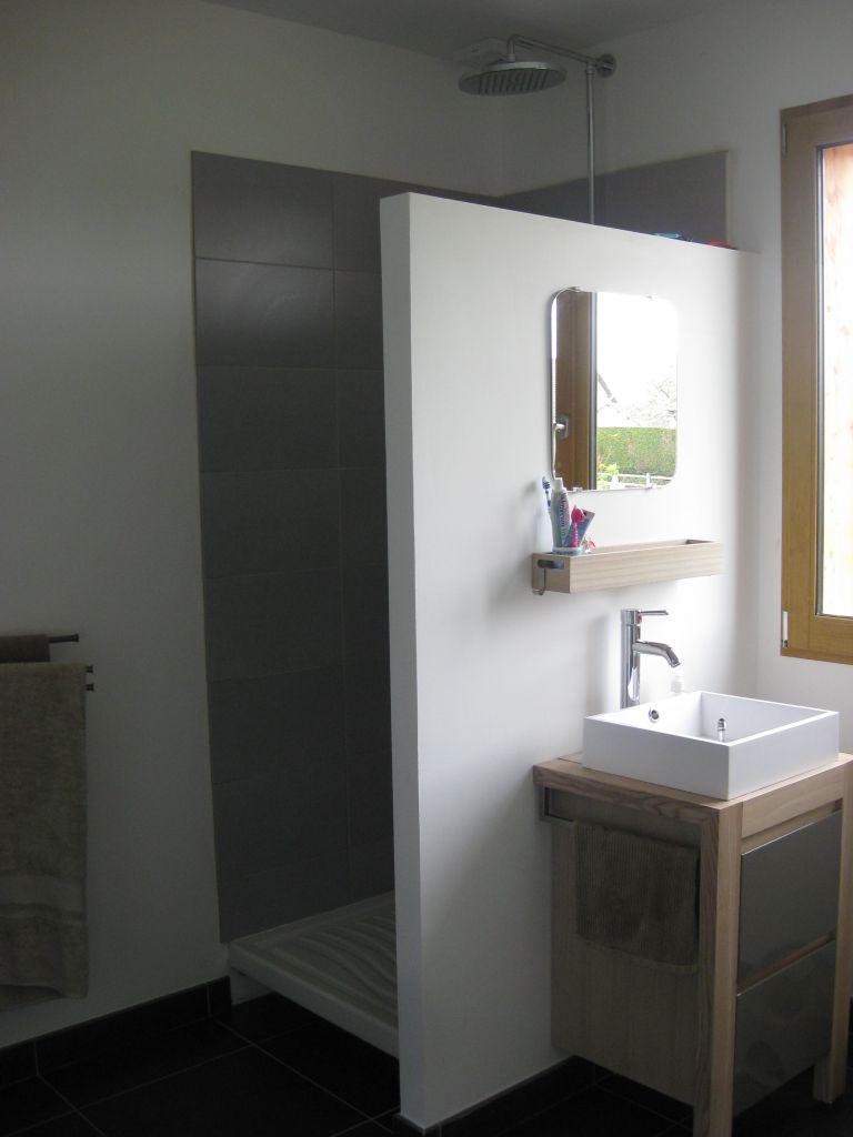 prolonger la paroi de la douche poser une porte de douche