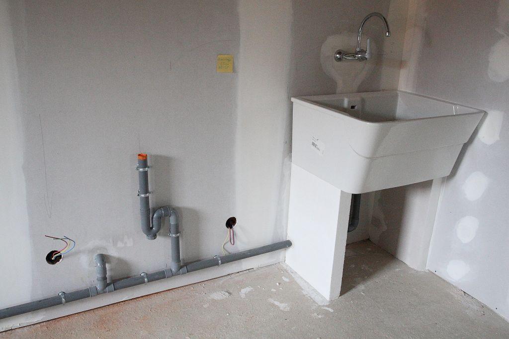 pr voir une arriv e d 39 eau chaude et froide dans le garage. Black Bedroom Furniture Sets. Home Design Ideas