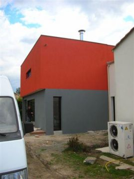 Photo id e cr pi gris et rouge enduit cr pis facade for Facade crepi couleur