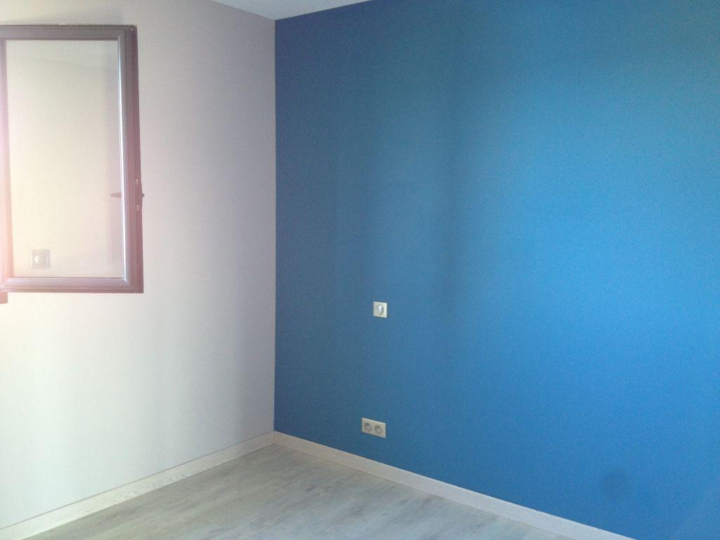 Chambre de notre fils couleur gris beton et marée haute
