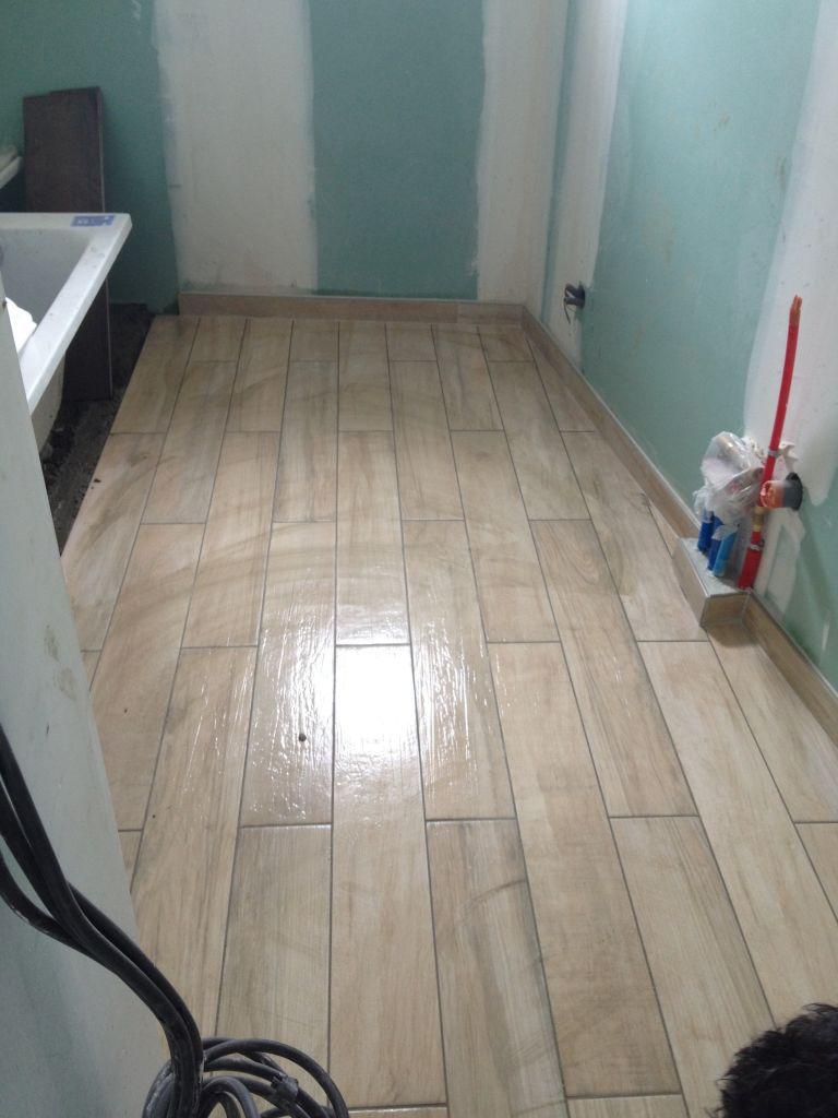 Carrelage imitation bois salle de bain étage pour les enfants !