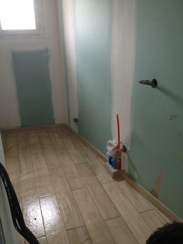 toujours carrelage imitation bois salle de bain étage