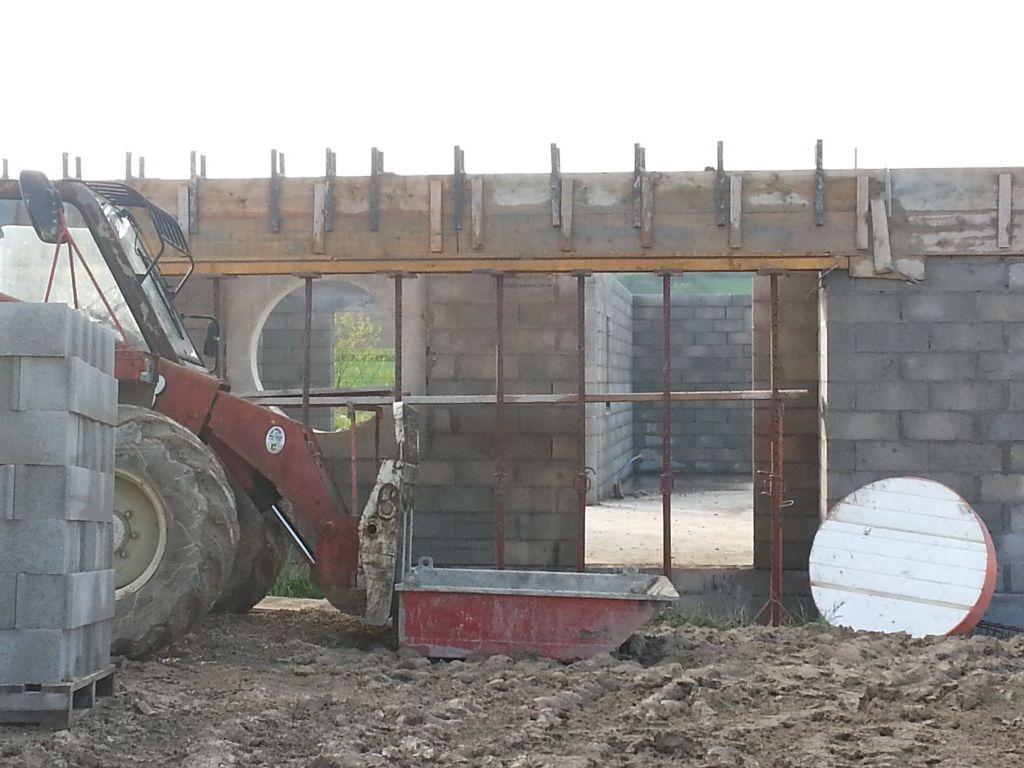 poutre d'avancée de toit en construction