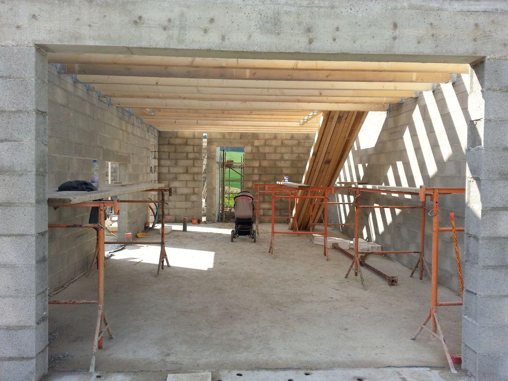 le sol du garage est terminé.... 3 heures de travail à deux.