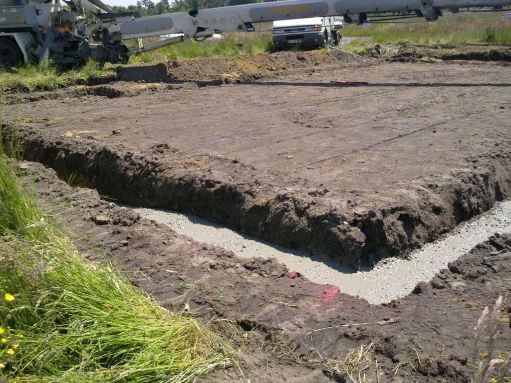 Lendemain du terrassement, coulage des fondations