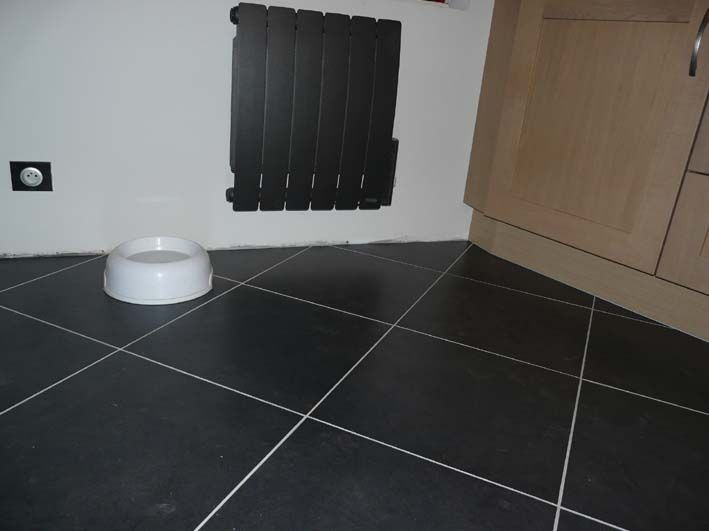 Carrelage cuisine noir brillant for Carrelage blanc brillant sol