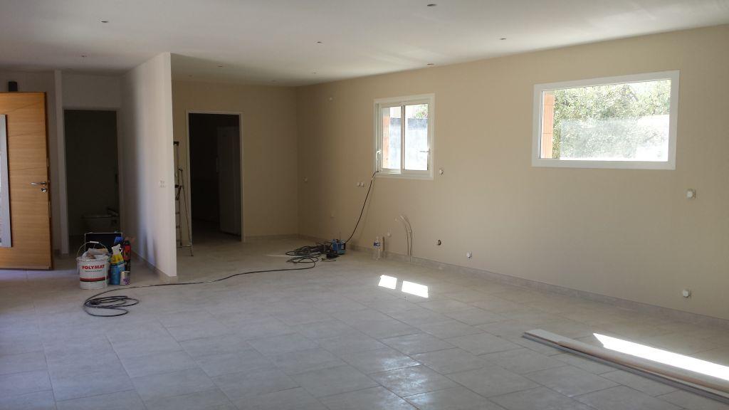 Vue de notre salon séjour. Les spots et appareillages seront bientôt la !