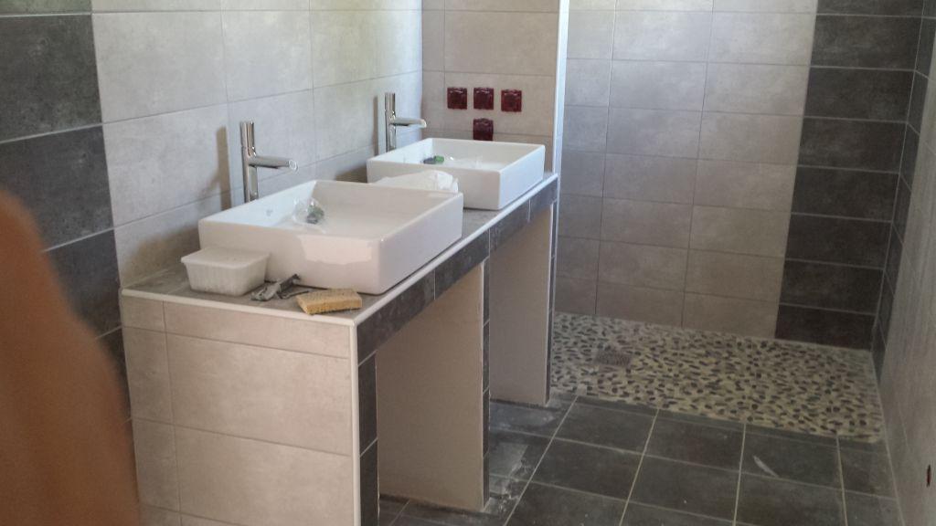 Photos de notre salle de bain manque les appareillages électriques et la paroi vitrée