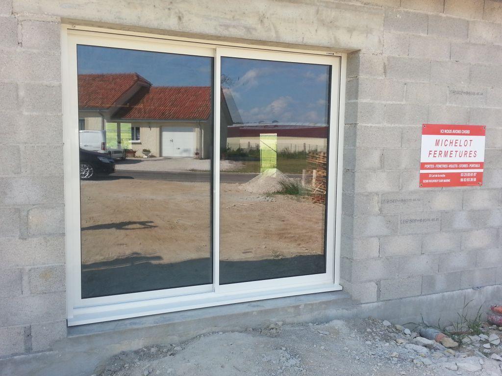 la baie vitrée du salon (240cm)