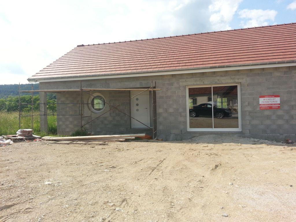 la menuiserie en façade (sans le garage)