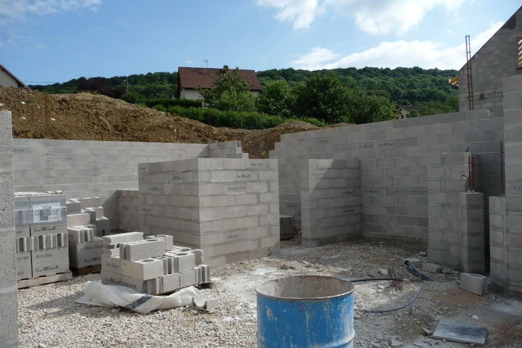 Elévation des murs du sous-sol <br /> Future pièce aménagée