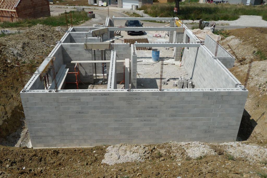 Elevation des murs du sous-sol terminée <br /> Vue d'ensemble
