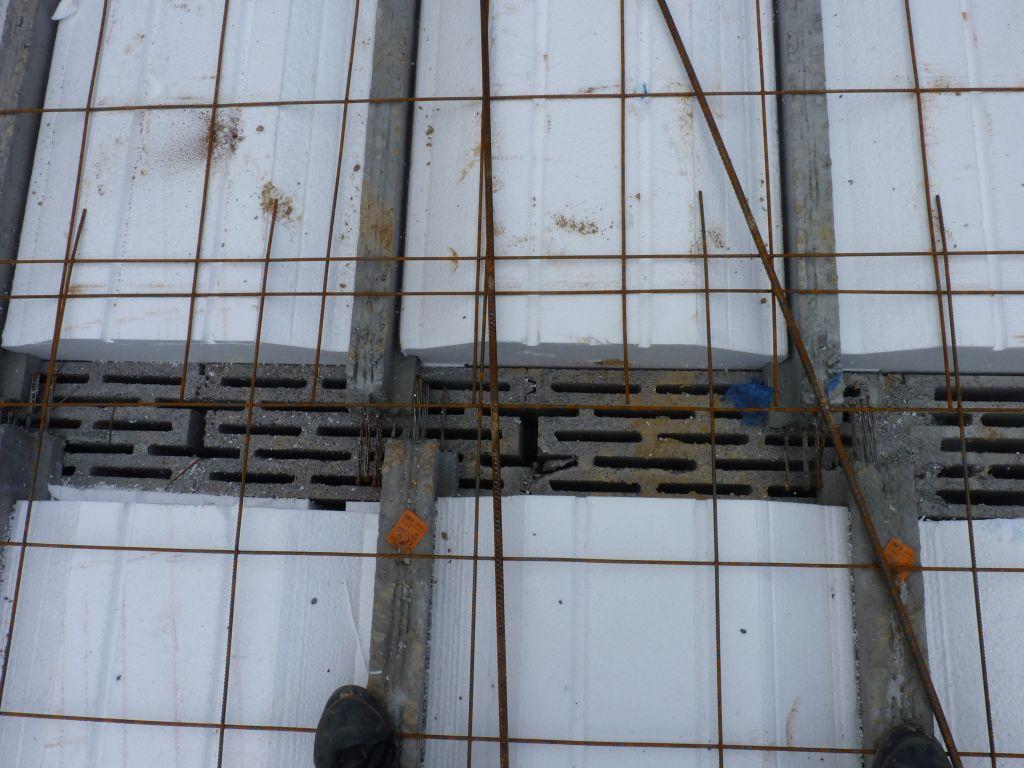 Photo de la mise en place des treillis soudés, des chaînages de périphéries et des chaînages horizontaux et verticaux n°4