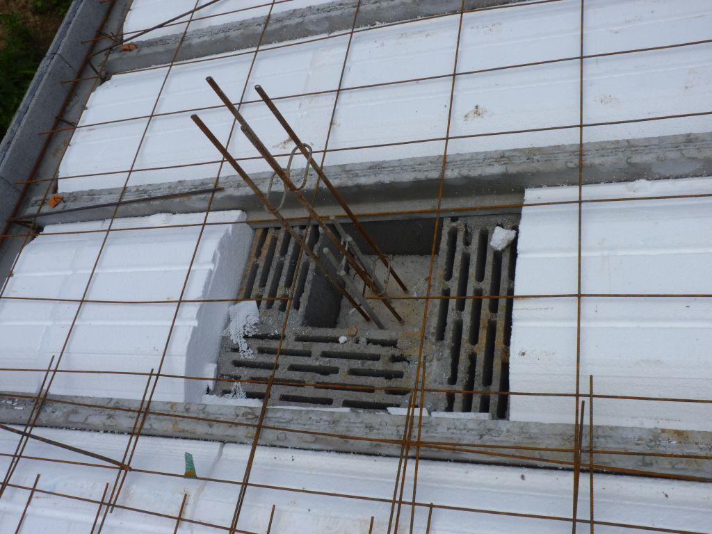 Photo de la mise en place des treillis soudés, des chaînages de périphéries et des chaînages horizontaux et verticaux n°6